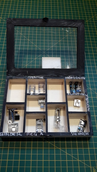 Blackboard sewing machine feet box